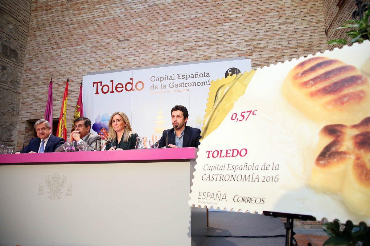 """Correos distribuye """"220.000 tarjetas de visita de Toledo por todo el mundo"""" con el sello de la Capital Española de la Gastronomía"""