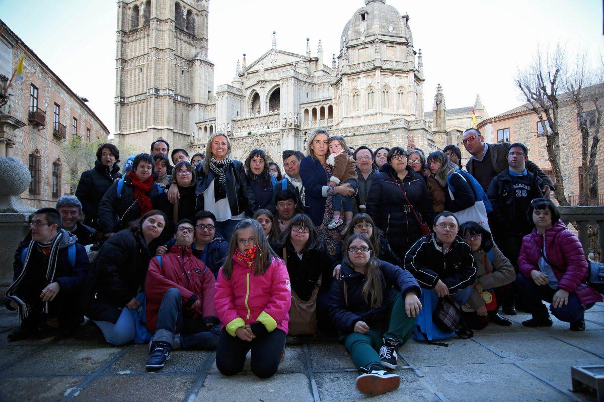 """http://www.toledo.es/wp-content/uploads/2016/03/06_dia_inter_down-1200x800.jpg. La alcaldesa agradece a Down Toledo su compromiso y le tiende la mano a """"seguir luchando juntos por este proyecto"""""""