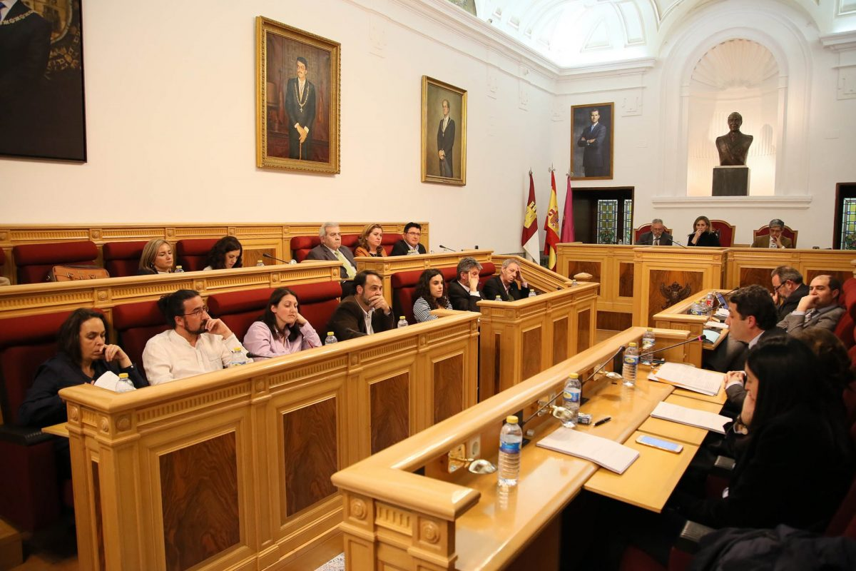 http://www.toledo.es/wp-content/uploads/2016/03/756a0946-1200x800.jpg. El Ayuntamiento acuerda en el Pleno la reprobación del Gobierno central por el último trasvase del Tajo al Segura