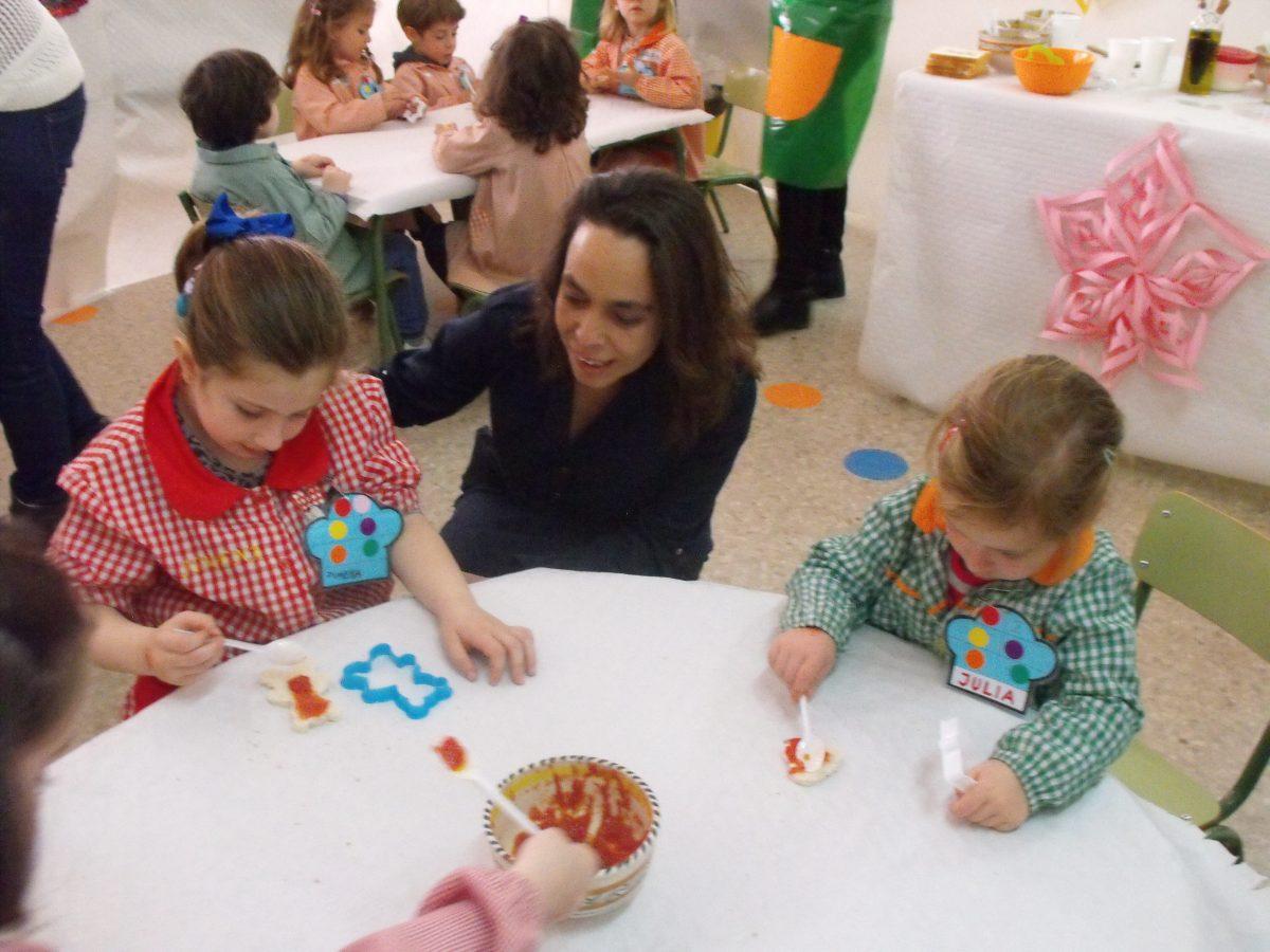 El Ayuntamiento participa en un taller de cocina dirigido a alumnos del CEIP 'Santa Teresa' a cargo del chef Iván Cerdeño