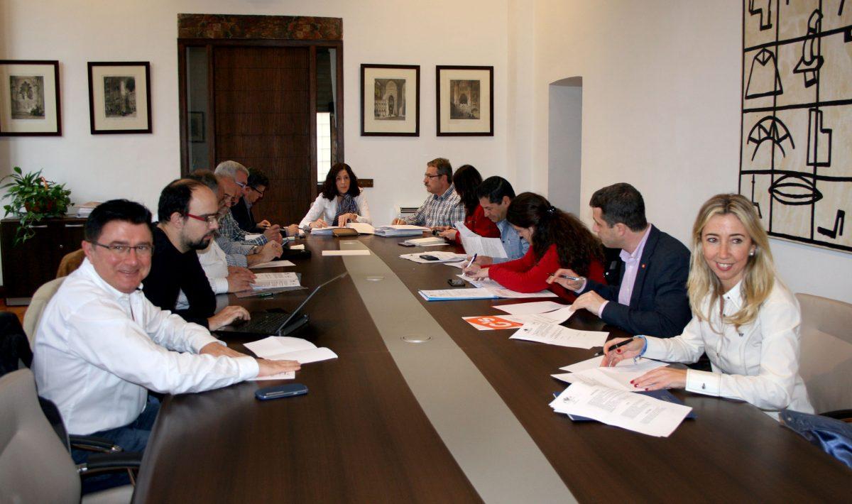 """http://www.toledo.es/wp-content/uploads/2016/03/reunion_consejo_medio_ambiente-1200x710.jpg. El Consejo de Medio Ambiente propone el uso de olfatómetros, señalizar el amianto y la difusión de la ruta """"Caminos del Agua"""""""
