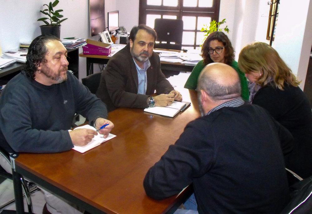 El Gobierno local y el Colegio de Educadores Sociales analizan la situación de este colectivo profesional