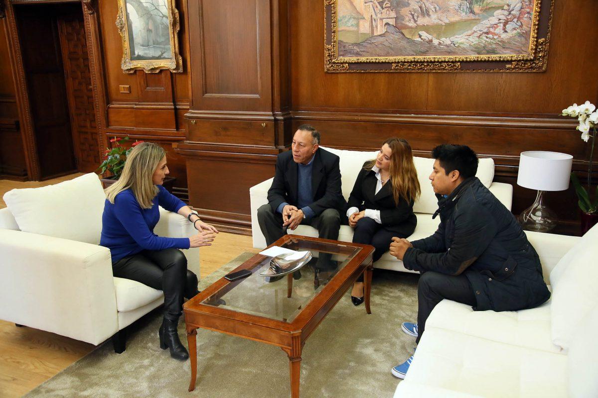 Milagros Tolón traslada a la comunidad ecuatoriana en Toledo el apoyo y solidaridad de los toledanos tras el terremoto