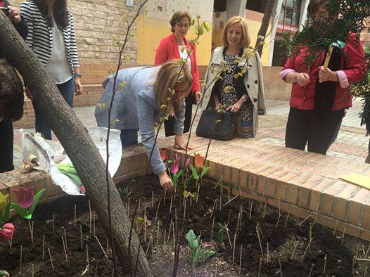El Ayuntamiento respalda la campaña 'Apadrina un tulipán' que se celebra con motivo del Día Mundial del Parkinson