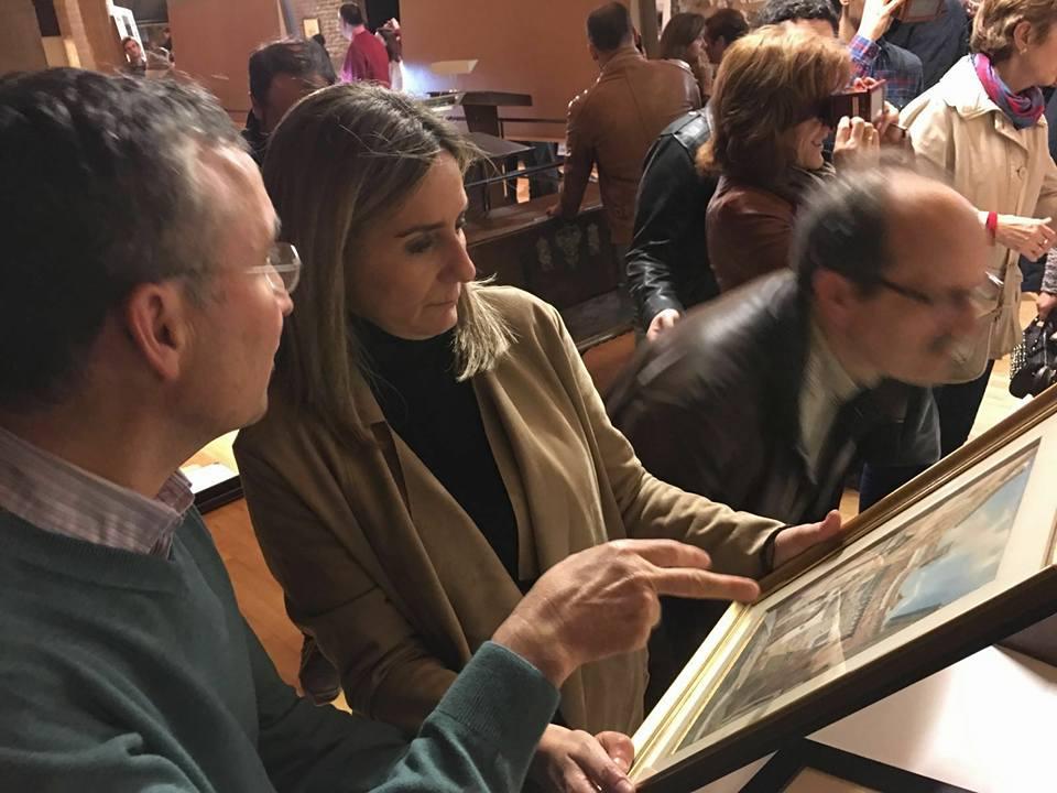 La alcaldesa visita la exposición instalada en el Archivo Municipal de Toledo con motivo de las Noches Toledanas 2016