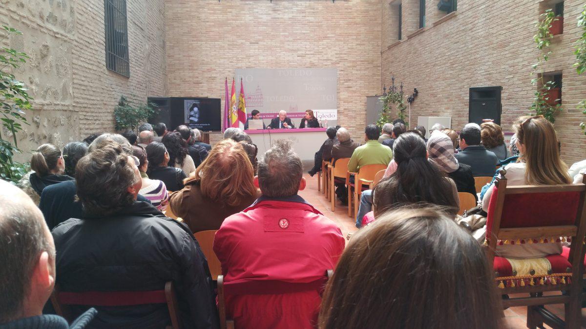El Ayuntamiento acoge una charla de los oficios artesanos de Toledo a cargo del maestro damasquinador Mariano San Félix
