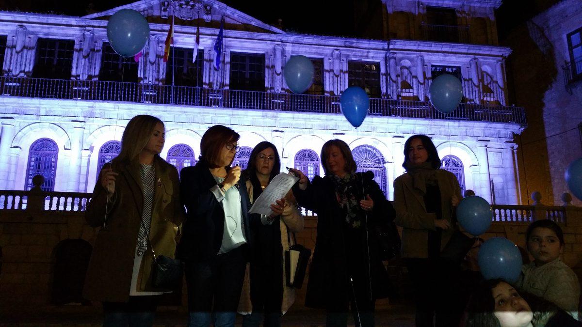 """El Ayuntamiento ilumina su fachada de azul con motivo del Día Mundial del Autismo e insta a """"fomentar la inclusión y tolerancia"""""""