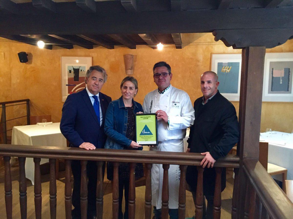 La alcaldesa entrega al Locum el sello MedDiet, que certifica los valores mediterráneos de la gastronomía toledana
