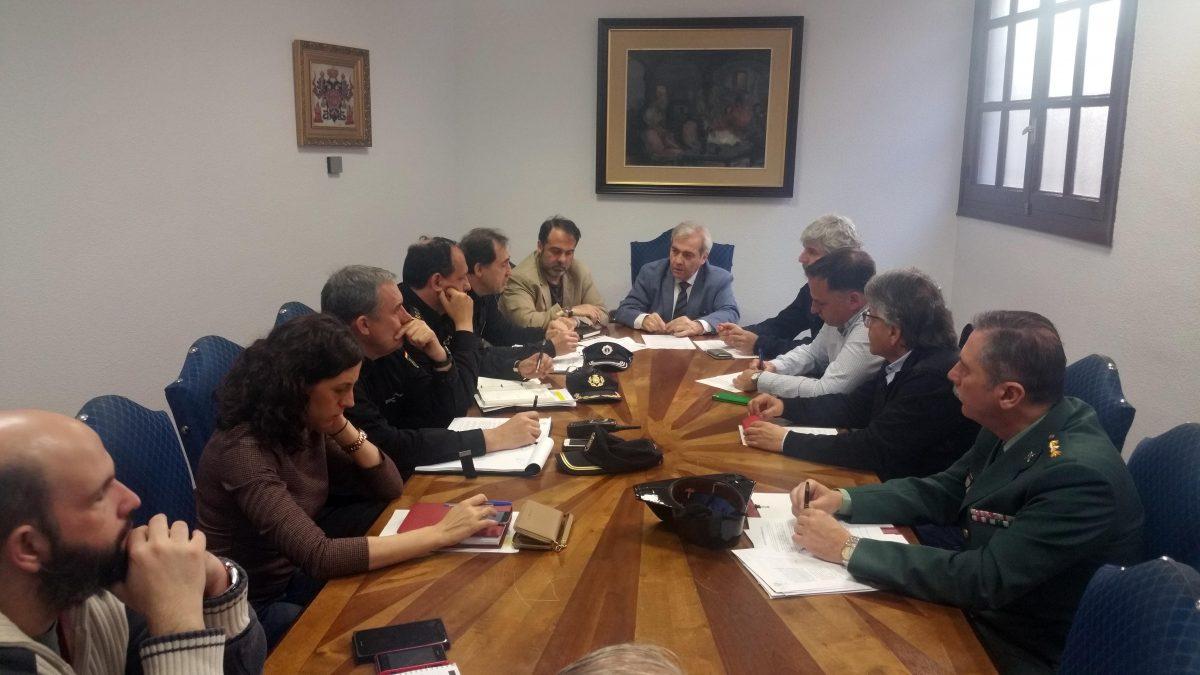 Reunión preparatoria de los dispositivos de seguridad y tráfico para la Romería del Valle