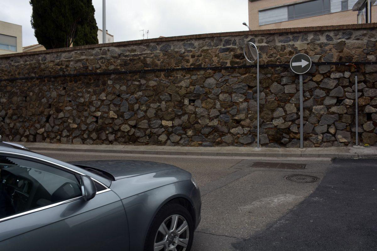 El Ayuntamiento atiende la reclamación vecinal de San Antón con la instalación de un espejo para el tráfico en San Eugenio