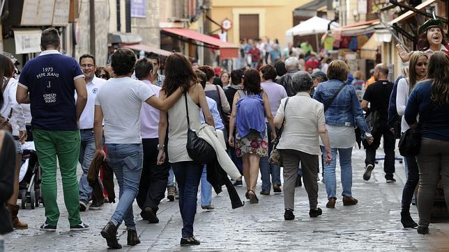 http://www.toledo.es/wp-content/uploads/2016/04/noticias_aht_actualidad_el_greco_y_la_climatologia_consiguen_una_excelente_semana_santa_para_toledo.jpg. El Gobierno Municipal, satisfecho por el aumento de las pernoctaciones durante el mes de mayo en un 11 por ciento