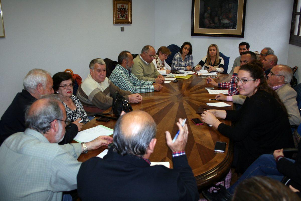 El Ayuntamiento coordina con las asociaciones vecinales de la ciudad el calendario de las fiestas de los barrios