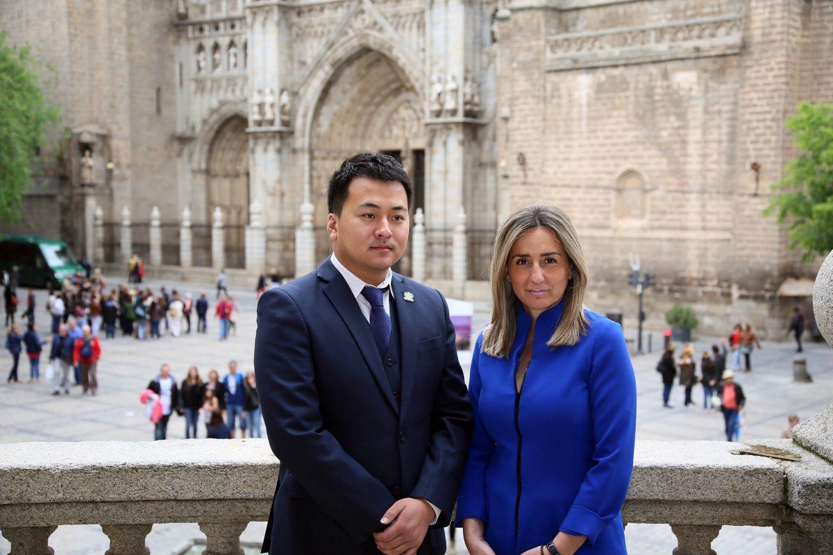http://www.toledo.es/wp-content/uploads/2016/05/01_visita_empresa_china-1200x800.jpg. Milagros Tolón se reúne con los directivos de Tiens a quienes agradece su viaje a Toledo y les anima a invertir en la ciudad