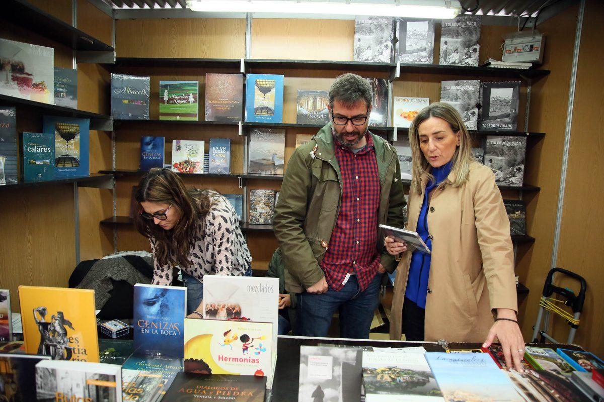 """La alcaldesa anima a participar en la Feria del Libro de Toledo porque la cultura """"es el alma de los pueblos"""""""