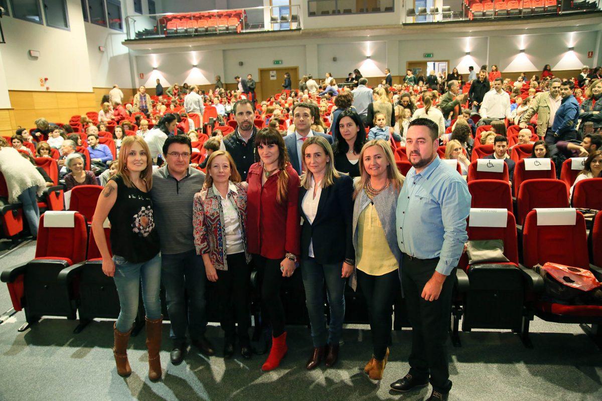 http://www.toledo.es/wp-content/uploads/2016/05/04_cncierto_solidario_rozalen-1200x800.jpg. Éxito de participación del concierto de Rozalén y Candela y Son a beneficio de ASEM, que cuenta con el apoyo del Ayuntamiento