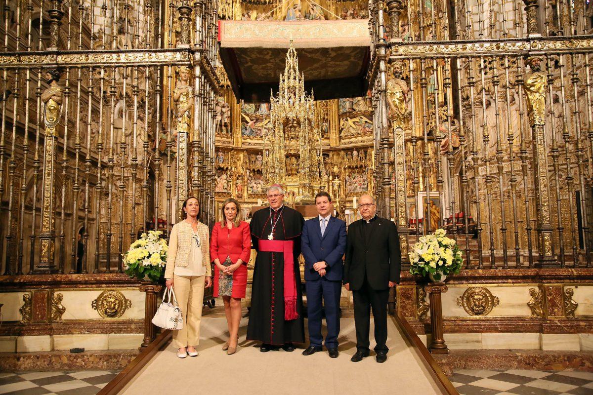 """http://www.toledo.es/wp-content/uploads/2016/05/05_presentacion_custodia-1200x800.jpg. La alcaldesa afirma que, tras su restauración, la Custodia de Arfe """"brillará más que nunca"""" en la procesión de este jueves"""