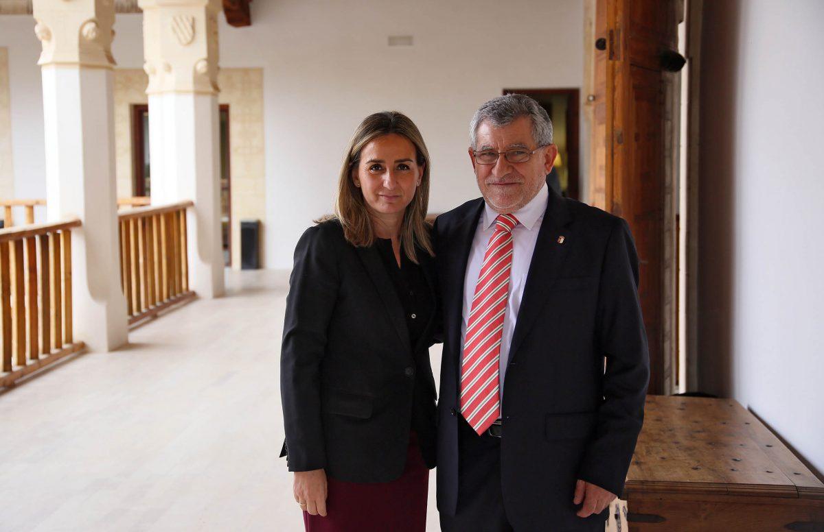 """La alcaldesa destaca en la toma de posesión de Ángel Felpeto como consejero de Educación """"su talla humana y profesional"""""""