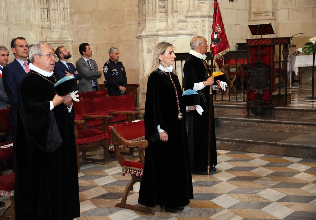 La Cofradía Internacional de Investigadores inviste a la alcaldesa como cofrade en un acto celebrado en San Juan de los Reyes