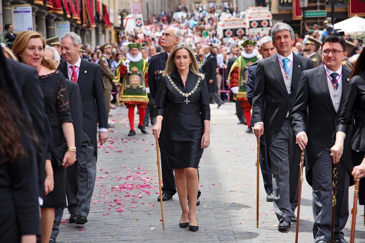 """Milagros Tolón participa en su primera procesión del Corpus como alcaldesa, """"un gran orgullo"""" en un día """"muy especial"""""""