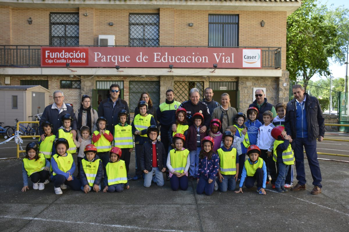 Una veintena de niños participan en la jornada de Seguridad Vial organizada por el Ayuntamiento con motivo del Día de la Familia