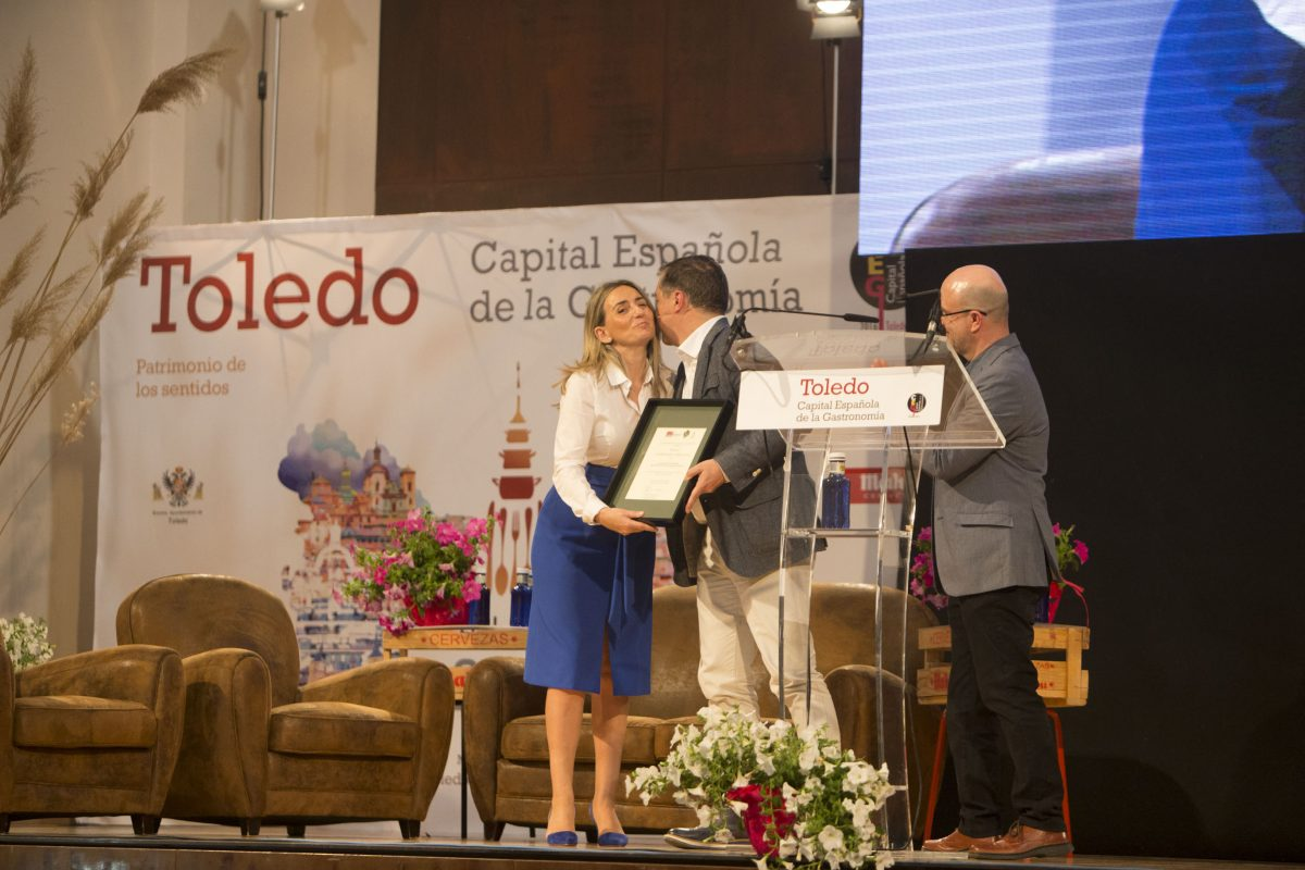 """http://www.toledo.es/wp-content/uploads/2016/05/img_1458-1200x800.jpg. La alcaldesa destaca, en la Jornada Gastroledo, la apuesta del Consistorio por """"consolidar Toledo como ciudad gastronómica"""""""
