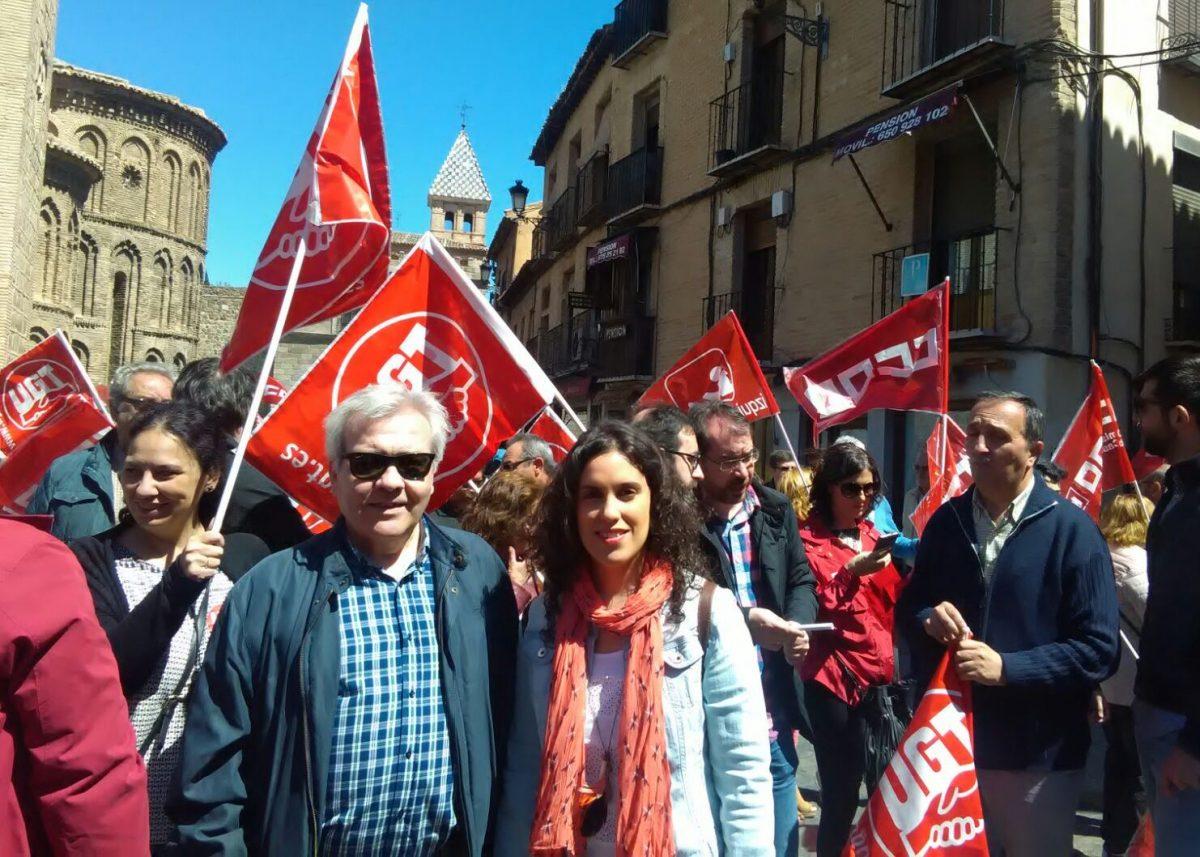 """http://www.toledo.es/wp-content/uploads/2016/05/manifestacion_dia_trabajadores-1200x857.jpeg. El Gobierno local se suma a la manifestación """"festiva y reivindicativa"""" del Día Internacional de los Trabajadores"""