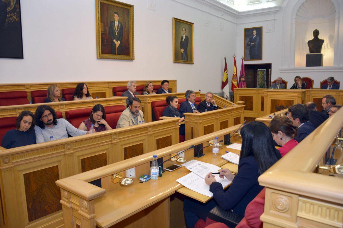 http://www.toledo.es/wp-content/uploads/2016/05/pleno-1200x800.jpg. La Corporación da el visto bueno a la aprobación inicial al Reglamento del Consejo Municipal de Cooperación