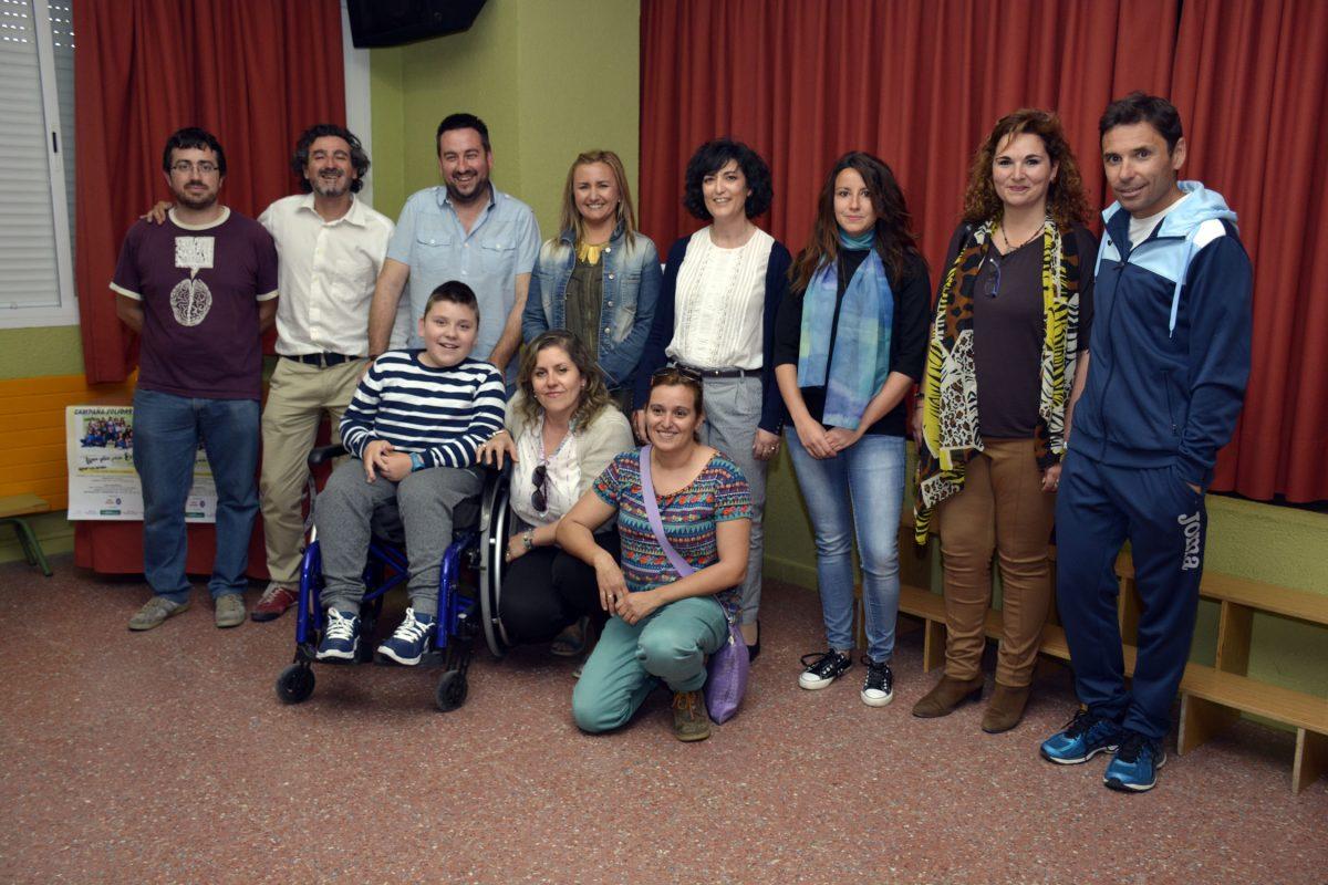 """http://www.toledo.es/wp-content/uploads/2016/05/solidaridad_gomez_manrique-1200x800.jpg. El Gobierno local apoya la campaña """"Un silla para Edu"""" del """"Gómez Manrique"""" a favor de un alumno con distrofia muscular"""