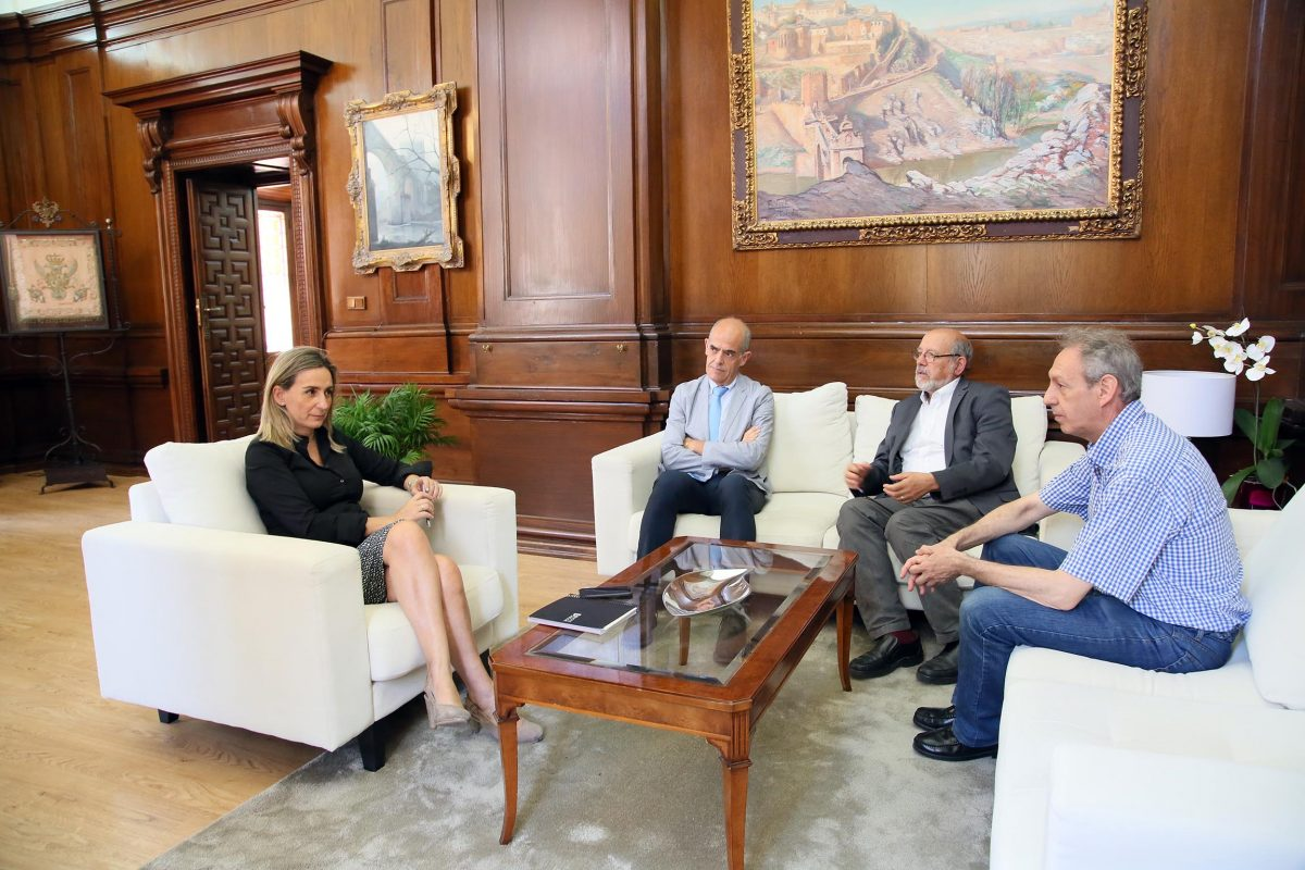 http://www.toledo.es/wp-content/uploads/2016/06/01_academia_bellas_artes-1200x800.jpg. La alcaldesa y el presidente de la Real Academia estudian la colaboración institucional para las conmemoraciones culturales