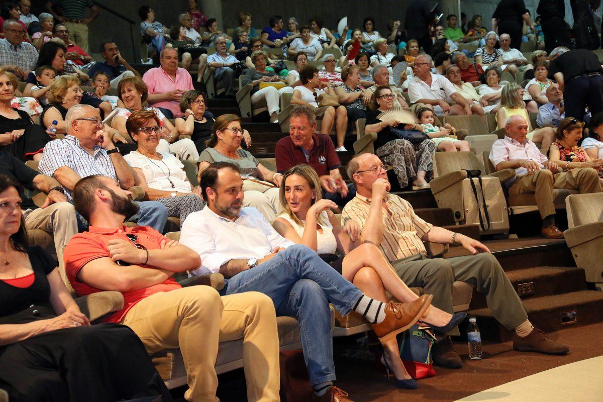 http://www.toledo.es/wp-content/uploads/2016/06/03_fin_curso_mayores_poligono-1200x800.jpg. La alcaldesa asiste a la fiesta de 'fin de curso' del Centro de Mayores de Santa María de Benquerencia