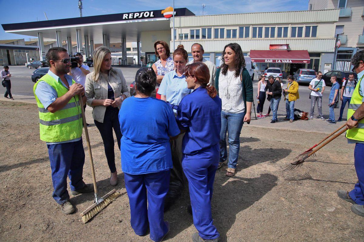 """https://www.toledo.es/wp-content/uploads/2016/06/03_visita_obra_cesbroce_poligono-1200x800.jpg. La alcaldesa señala como prioridad el desarrollo del Polígono industrial como """"corazón económico de la ciudad"""""""