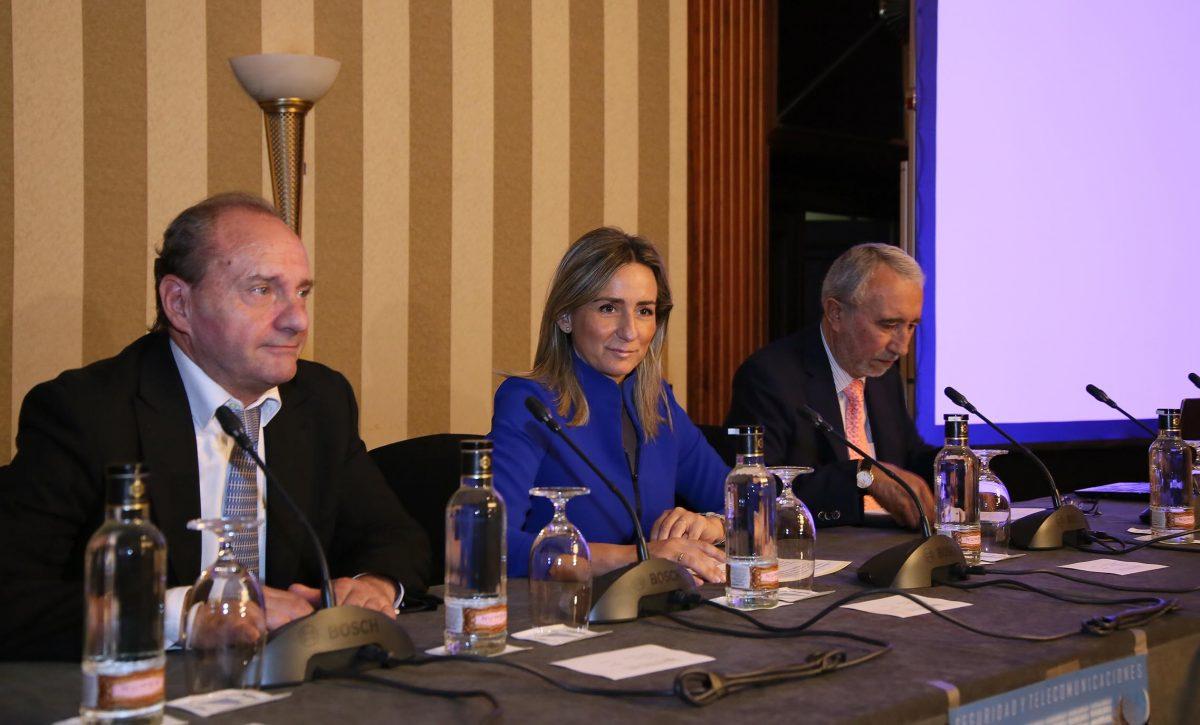 http://www.toledo.es/wp-content/uploads/2016/06/04_congreso_seguridad_telecomunicaciones-1200x725.jpg. La alcaldesa inaugura el I Congreso de Seguridad y Telecomunicaciones que se celebra hoy en Toledo
