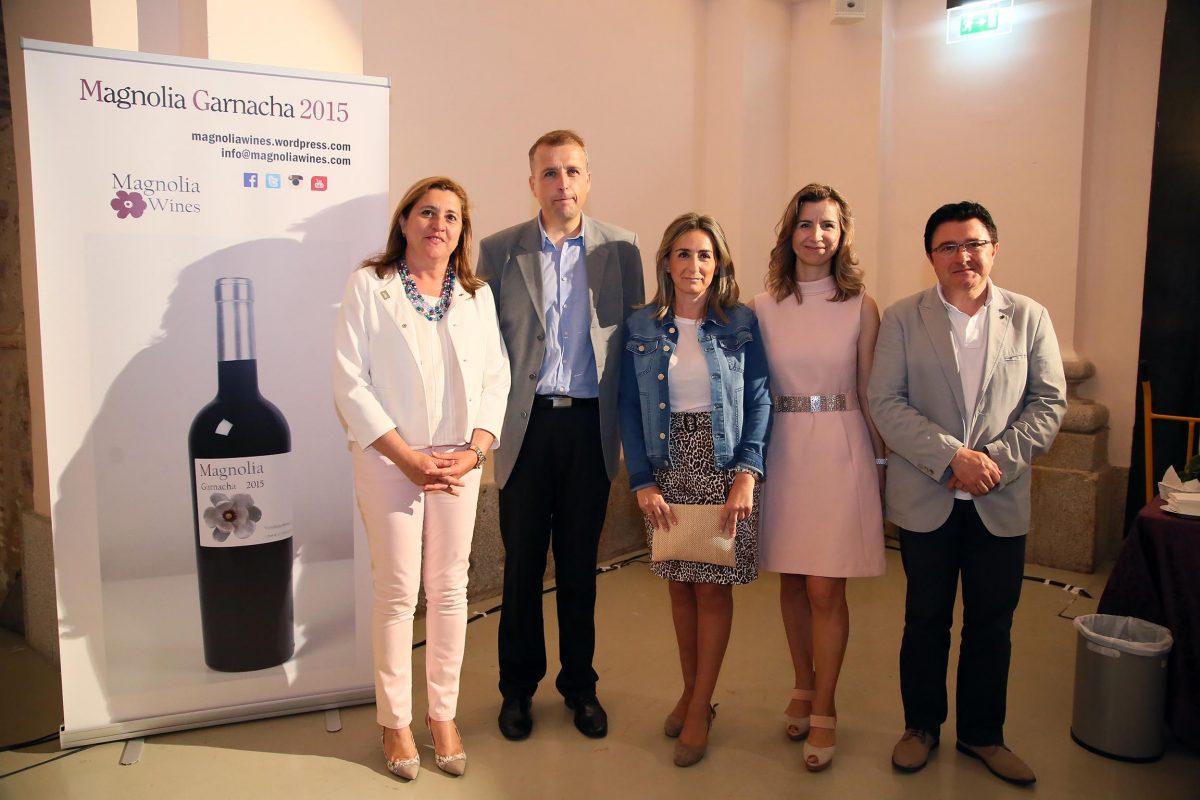 """http://www.toledo.es/wp-content/uploads/2016/06/04_presnetacion_vino_magnolia-1200x800.jpg. La Catedral de la Gastronomía acoge la presentación del proyecto vitivinícola """"Magnolia Wines"""""""