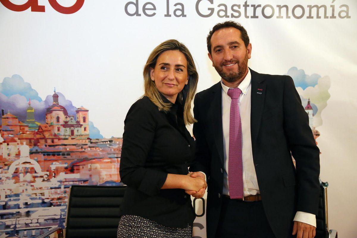 """http://www.toledo.es/wp-content/uploads/2016/06/07_convenio_tello-1200x800.jpg. Ayuntamiento y Tello firman el convenio de patrocinio de la """"Capitalidad Gastronómica"""" que traerá un Récord Guinness"""