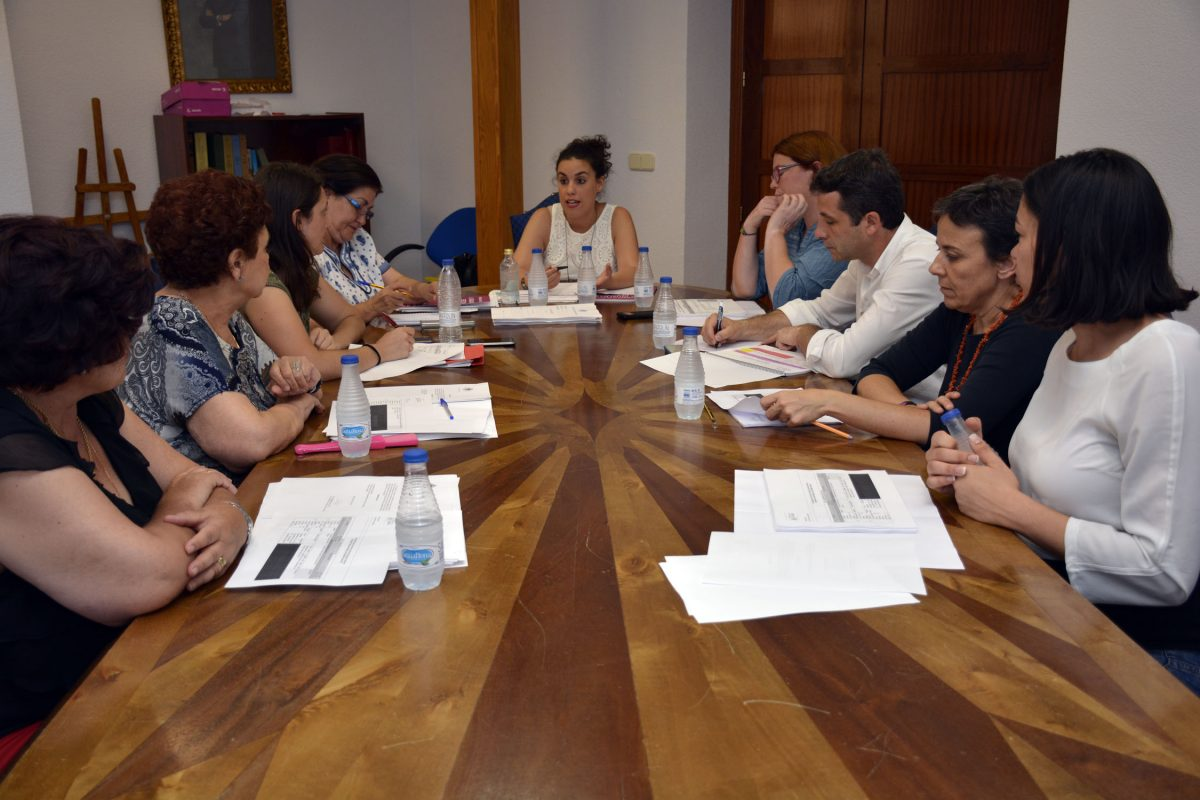 https://www.toledo.es/wp-content/uploads/2016/06/comision_genero-1200x800.jpg. Constituida la Comisión Transversal de Género para iniciar los trabajos del II Plan de Igualdad de la Ciudad de Toledo