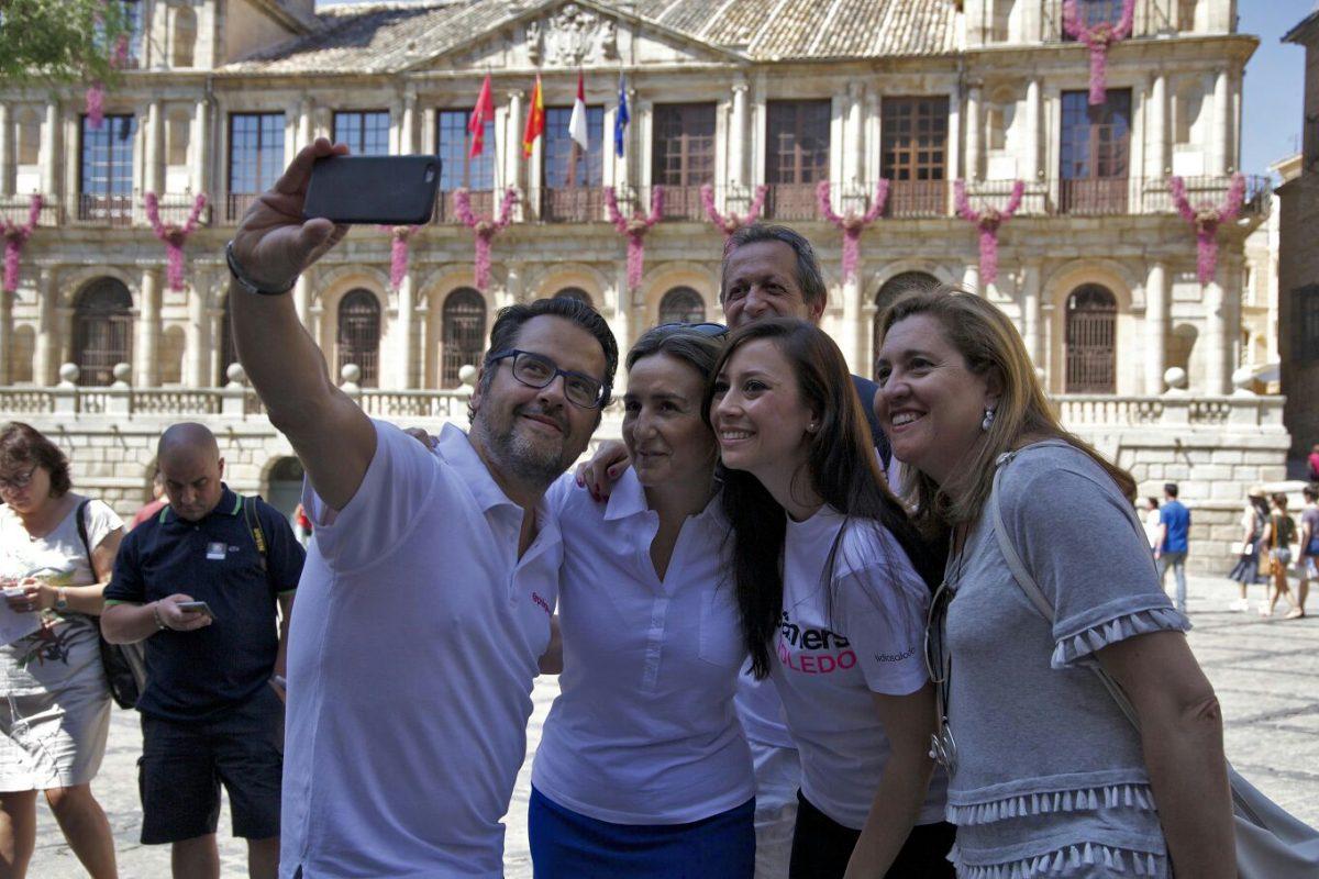 http://www.toledo.es/wp-content/uploads/2016/06/img-20160611-wa0014-1200x800.jpg. La alcaldesa destaca la importancia de promocionar la ciudad a través de las redes sociales en el primer InstaMeet de Toledo