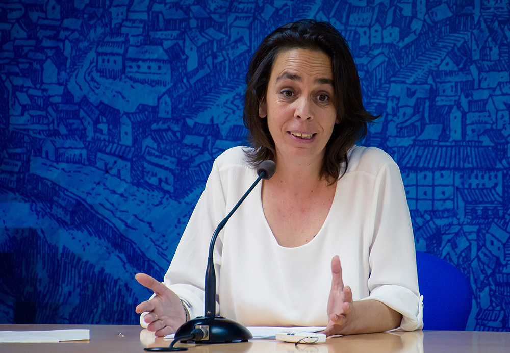 """https://www.toledo.es/wp-content/uploads/2016/06/jp2_0170-1.jpg. Ayuntamiento mejora el sistema de subvenciones a asociaciones vecinales con un método """"más objetivo y transparente"""""""