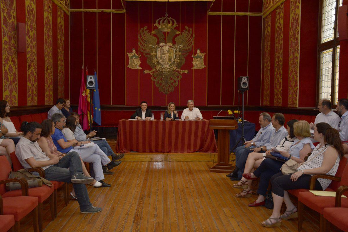 http://www.toledo.es/wp-content/uploads/2016/06/junta_emsv-1200x800.jpg. La Junta General de la Empresa Municipal del Suelo y la Vivienda de Toledo aprueba el balance anual de cuentas