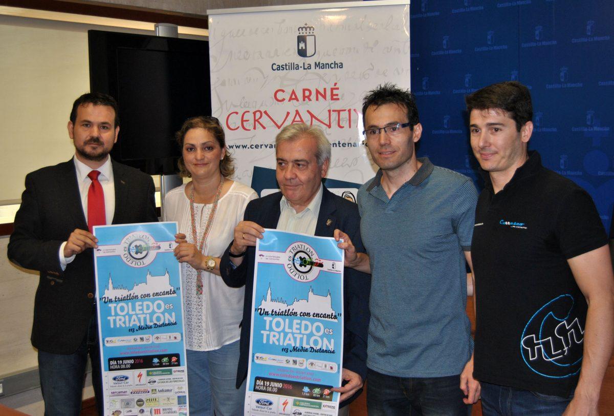 """http://www.toledo.es/wp-content/uploads/2016/06/presentacion_triatlon-1200x812.jpg. El día 19 se celebra """"Toledo es triatlón"""", primera prueba de la especialidad en media distancia que acoge la ciudad"""