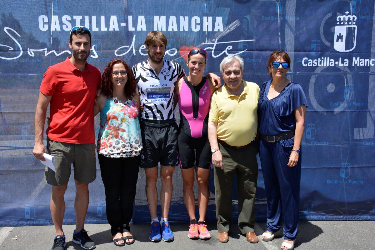 """https://www.toledo.es/wp-content/uploads/2016/06/triatlon01-1200x800.jpg. Más de 200 deportistas han participado en el """"Toledo es Triatlon-113"""" con María Ortega y Andrés Carnevalli como ganadores"""