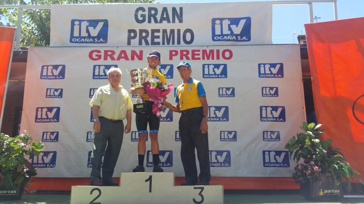 El L Trofeo Bahamontes concluye en Zocodover con la victoria de Gonzalo Serrano y pone fin a la carrera organizadora del 'Águila'