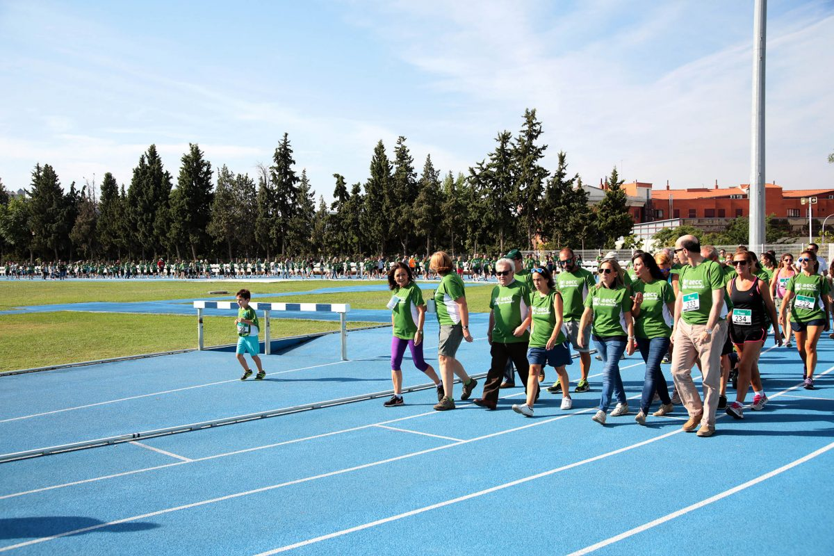 """La alcaldesa destaca el """"éxito"""" de la I Carrera y Marcha Solidaria de la AECC en la que han participado más de 400 personas"""