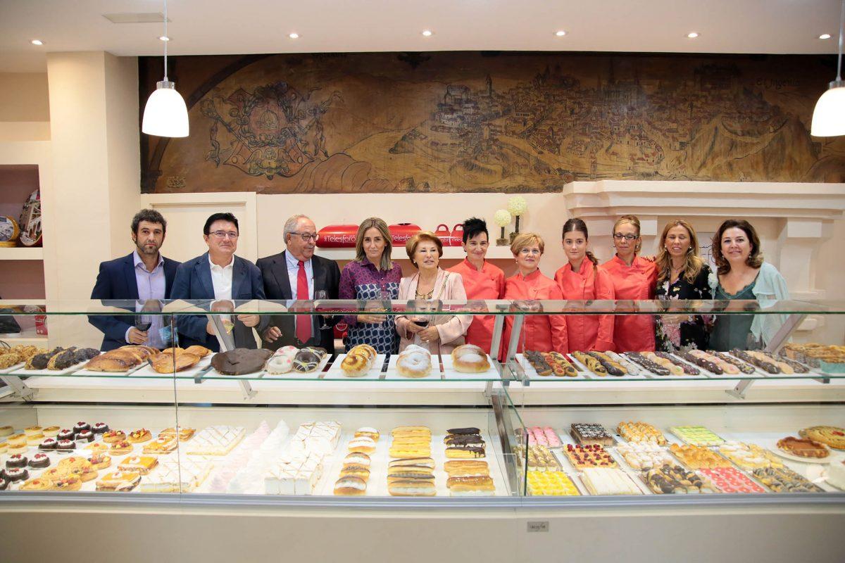Tradición, negocio familiar y calidad se aúnan en la confitería San Telesforo, que hoy ha inaugurado la alcaldesa de Toledo