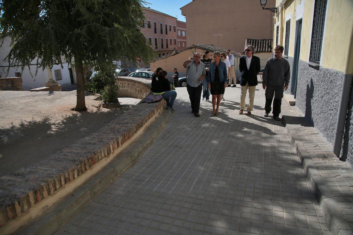 La alcaldesa supervisa con los vecinos de San Antón las últimas obras ejecutadas por el Ayuntamiento en la zona