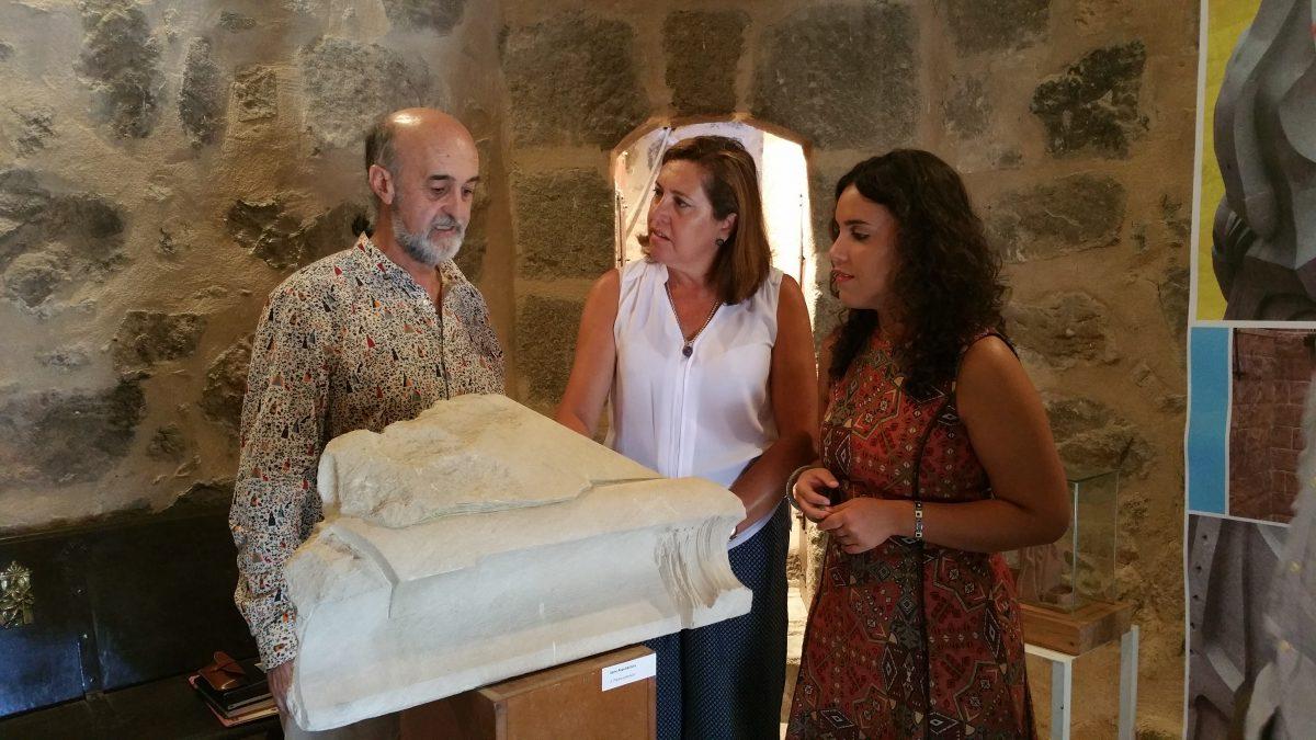 El Gobierno municipal respalda la muestra del escultor Pablo Costilludo en el Torreón del Puente de San Martín