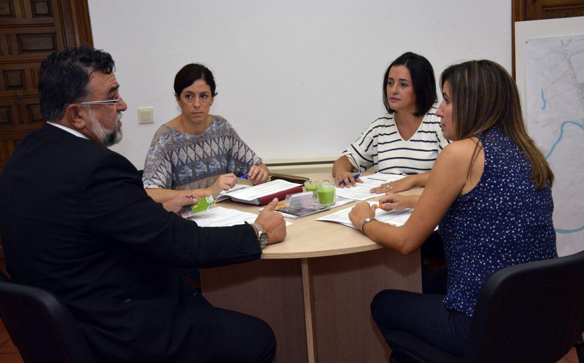 La OMIC del Ayuntamiento e Iberdrola estudian medidas contra el fraude de los falsos comerciales de las compañías eléctricas