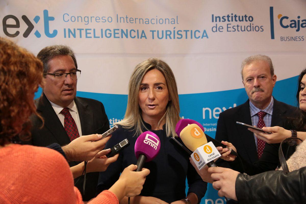 """http://www.toledo.es/wp-content/uploads/2016/10/01_congreso_turismo_inteligente-1200x800.jpg. La alcaldesa pide a los responsables políticos que hablan del Tajo """"que dejen su obsesión dañina contra Toledo"""""""
