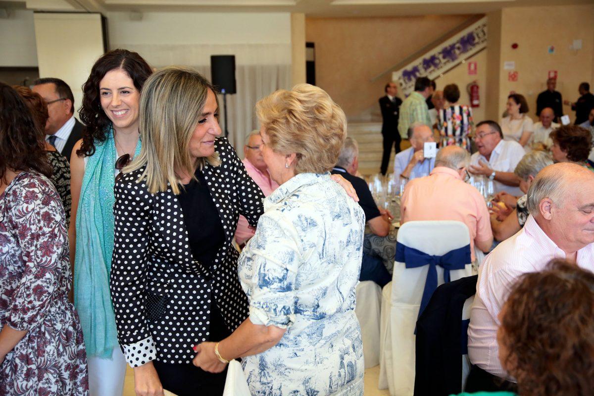 La alcaldesa asiste a la comida anual de la Asociación de Pensionistas y Tercera Edad (Asvat) con más de 200 personas