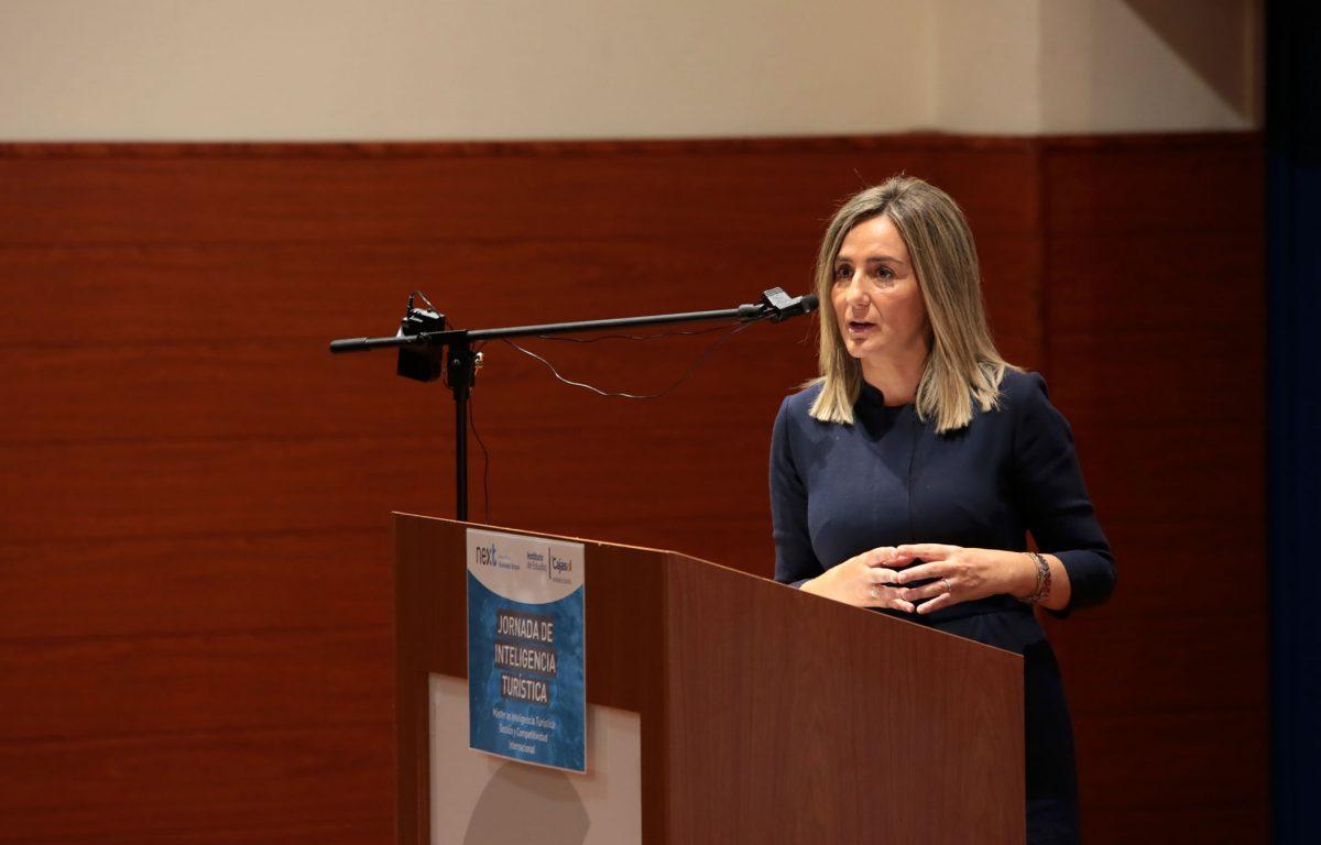 La alcaldesa incide en la necesidad de impulsar el turismo a través de nuevas tecnologías que permitan modernizar el sector