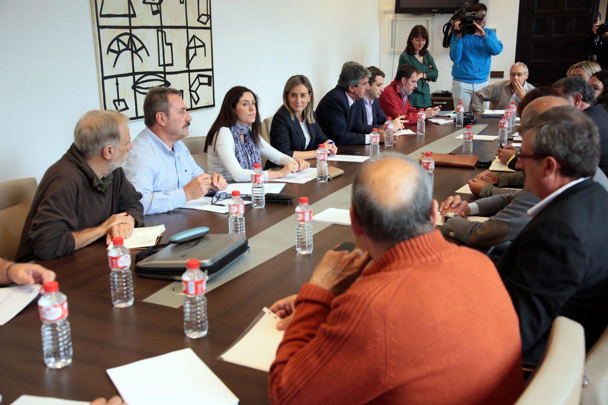 http://www.toledo.es/wp-content/uploads/2016/10/05_consejo_del_pacto_del_tajo-1200x800.jpg. El Ayuntamiento pondrá en conocimiento de la Fiscalía y de la UE la situación que padece el río y sus riberas desde hace décadas